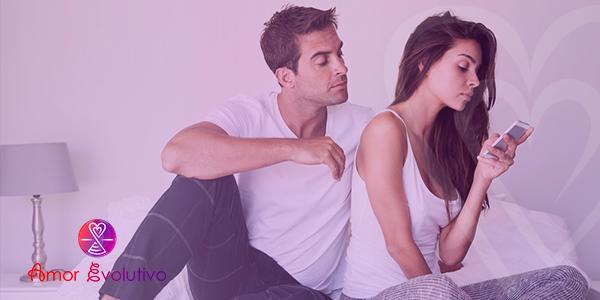 Como lidar com ciúmes? casal discutindo por ciúmes